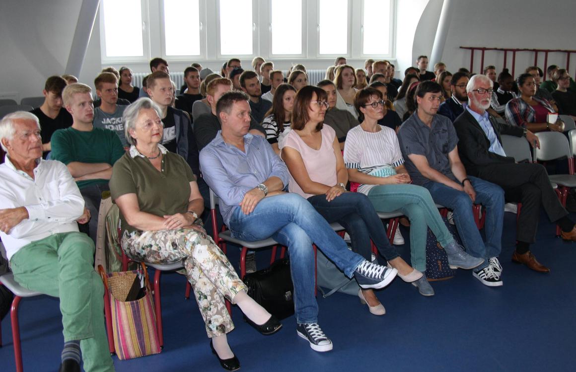 Speditionsfachkräfte während des Vortrags
