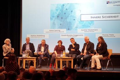 Gäste der Podiumsdiskussion der BBS Pottgraben