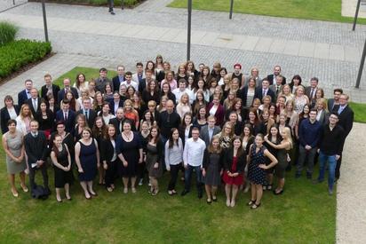 Gruppenbild der Büro-Absolventen im Juni 2016