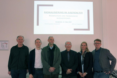 v.l.n.r.: Josef Hohmann (PI Osnabrück), Uwe Stegenwallner (BBS Pottgraben), Dr. Andreas Schwegel (LKA Niedersachsen), Kurt Edler, Heike Ehlers (LKA Niedersachsen), Werner Liening-Ewert (PI Osnabrück)
