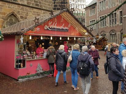 Die rosafarbene Bude von  Manke & Coldewey auf dem Bremer Weihnachtsmarkt